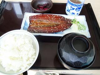 すみれ亭 - 秋刀魚味醂干し定食です