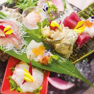漁港直送、店内に大型生簀完備。新鮮な魚をお召し上がり下さい。