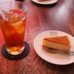 パパジョンズ - 料理写真:アイスティー & ニューヨークチーズケーキ
