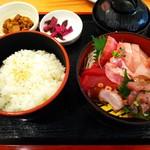 まぐろ食堂 七兵衛丸 - 王道!活きイキ刺身定食(1,500円)
