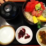 まぐろ食堂 七兵衛丸 - 釜揚げしらすまぐろ丼(1,200円)