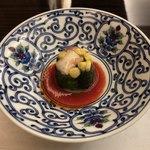 日本料理 花菊 - 先付:夏野菜 蟹身 ゼリー寄せ トマト風味のそうす