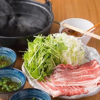 お鍋が美味しい季節!新潟和豚もち豚のしゃぶしゃぶくをどうぞ◎