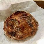 パンやきどころ RIKI - トマトとソーセージのリュスティック ¥230+税