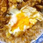 えびのや - 卵も天ぷらにされていたので、割ってみたが。