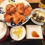 普通の食堂いわま - 鶏のから揚げと水なすの浅漬け定食