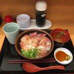 Minatoshokudou - ヅケハマチ丼800円