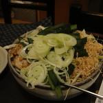 89733121 - 緑野菜はニラ。