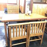 89735451 - テーブル席と奥の小座敷