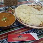 チャハリレストラン - 料理写真:マトンカレー 4辛 チーズナンへ変更