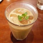 ガネーシュ - アイスミルクミントティーにダークラムを入れた最高に美味しいドリンク。