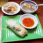 バインミー☆サンドイッチ - ランチセット(200円)のミニ生春巻、鶏肉のサラダ、ベトナムバナナケーキ
