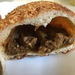アンプレシオン - 料理写真:豚肉ゴロゴロカリーパン(150円)