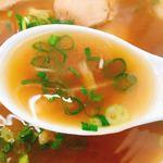 中華そば 駒鳥 - スープのアップです。(2018.7 byジプシーくん)