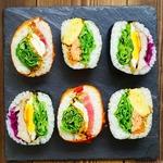 デリファス デリ - 日替わりのベジおにぎり、魚、肉、ベジタリアン向けメニューの3種類をご用意しています。