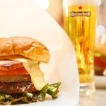 歌舞伎町ブックセンター - 歌舞伎町イチ!?とご好評いただいているオリジナルハンバーガー