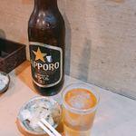 平澤かまぼこ - サッポロ黒ラベル 大瓶(600円)とお通し(無料)の大根漬け