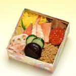 修善寺駅弁 舞寿し - 舞寿しの昔ながらのちらし寿司。さっぱりとした酢めしに彩とりどりの具。見て楽しみ、食べて楽しめる逸品です。