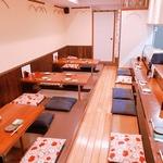 博多こっこ家 - 明るい店内で、ゆったり座れる掘りごたつのお席です。