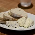 餃子とスパークリング バブルス - チーズ2種盛り