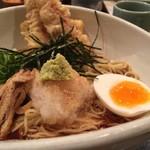 英多朗 - ちくわ天と半熟玉子ぶっかけ(中華麺)