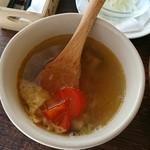 サルサ ヴェルデ - ランチのトルティーヤチップス入りスープ
