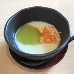 福鮨 - 豆乳ムースにグリンピースの餡