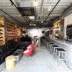 歌舞伎町ブックセンター - カフェとしてもゆっくりご利用いただます。
