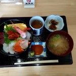 89750728 - 魚の味噌汁と小鉢も付いてます!