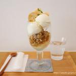 89752970 - ミルクジェラートと桃のグラノーラパフェ
