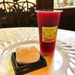 グリュイエール - 淡雪@マシュマロの中にリンゴ入りヨーグルトクリーム、フルーツゼリー(チェリー)@グリオットチェリーの実もごろり♪