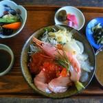 TOUSHA - こちらはmomochanさんの海鮮丼♪