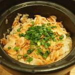 地酒と地魚あらた - 桜エビの土鍋ご飯1,400円。