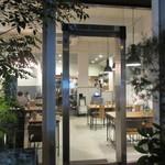 エスデミック カフェ - 店内