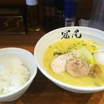拉麺 冠尾 - 味玉白湯ラーメンとライス