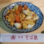 新宿 そば蔵 - トマトと玉子のニンニク炒め
