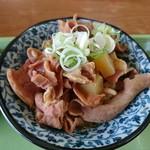 89769657 - 肉が厚くて大きい味噌仕立てのミニモツ皿