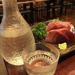 浅野屋 - マグロと冷酒格好八海山)