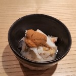鮨 巳之七 - ウニ、蟹、浅利。一番下にちょこっとだけシャリが。ウニは唐津産です。