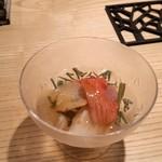 鮨 巳之七 - つぶ貝、赤貝。あっさりめのお出汁が美味しい。