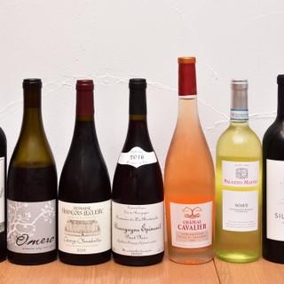 ソムリエの店主が厳選した「ワイン」が常時50種以上!