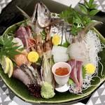 うなぎ海鮮料理 六なぎ - 刺身盛り合わせ