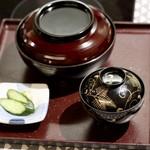 うなぎ海鮮料理 六なぎ - 上うなぎ丼 (一尾)
