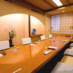 吉澤 - 大小12室の完全個室。4名~35名様までのご宴会に対応致します。