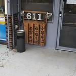 Ramen611 - 入り口の木のメニュー