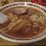 かど鈴 - スープは鶏ガラ&豚骨ベース