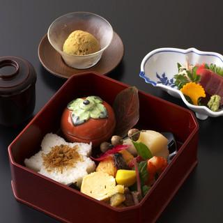 季節の移ろいと共に変化する厳選した京野菜と天然鮮魚。