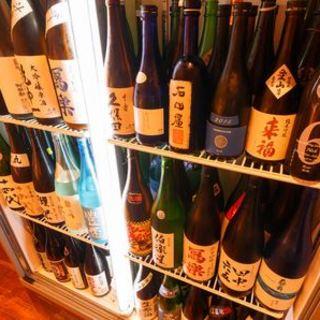 金沢・石川県産の日本酒をメインにラインナップは100種から