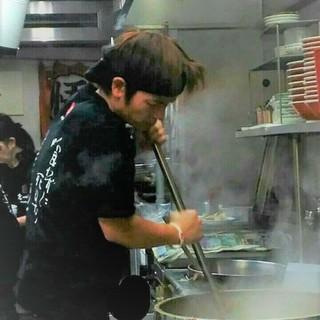 私は「呼び戻しスープの修行僧」店主、黒田光四郎