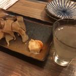 居酒屋 山角 - 日本酒(グラス)とエイヒレ